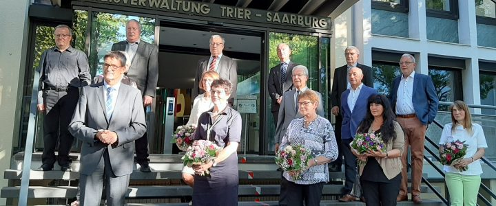 Langes ehrenamtliches Engagement gewürdigt – Drei Bürger der Ortsgemeinde Osburg wurden mit der Landesehrennadel ausgezeichnet